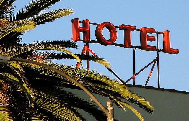 505942194-hotel.jpg